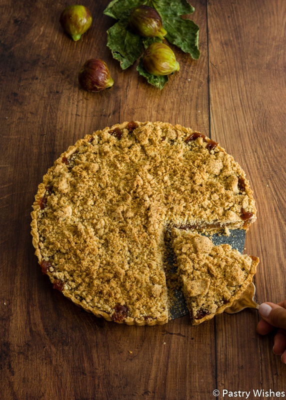 fig crumble tart with figs in the background